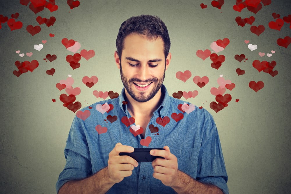 Mand der bruger dating-app